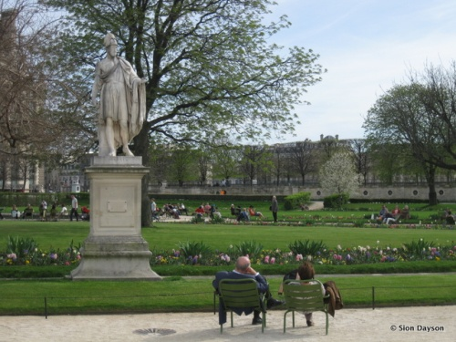 Taking it all in at the Tuileries.